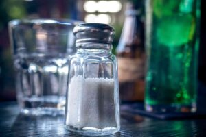 आहारात मिठाचे प्रमाण कमी केल्याचे फायदे | Low Sodium Benefits for Healths in Marathi