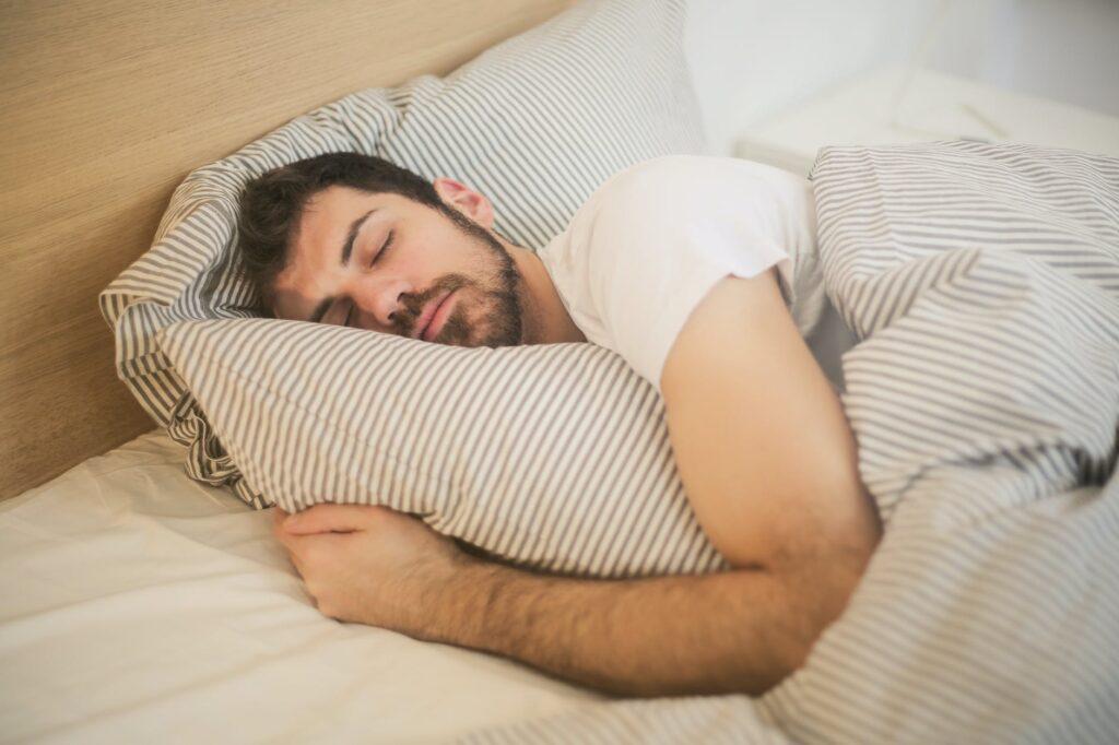 जास्त झोप येण्याला आळा कसा घालाल ? How to control excessive sleep in marathi | sleeping tips in marathi