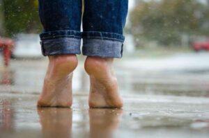 पायांच्या टांचाना भेगा (Cracked Heels) पडत असल्यास तर करून बघा, हे घरगुती उपाय..
