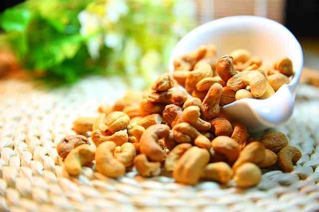 काजू खाण्याचे फायदे आणि नुकसान | Cashew Nut Benefits in Marathi