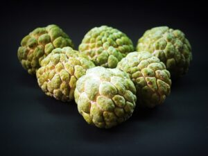 सीताफळ खाण्याचे फायदे आणि सीताफळ खाण्याचे तोटे | Sitafal (Custard Apple) Benefits in Marathi