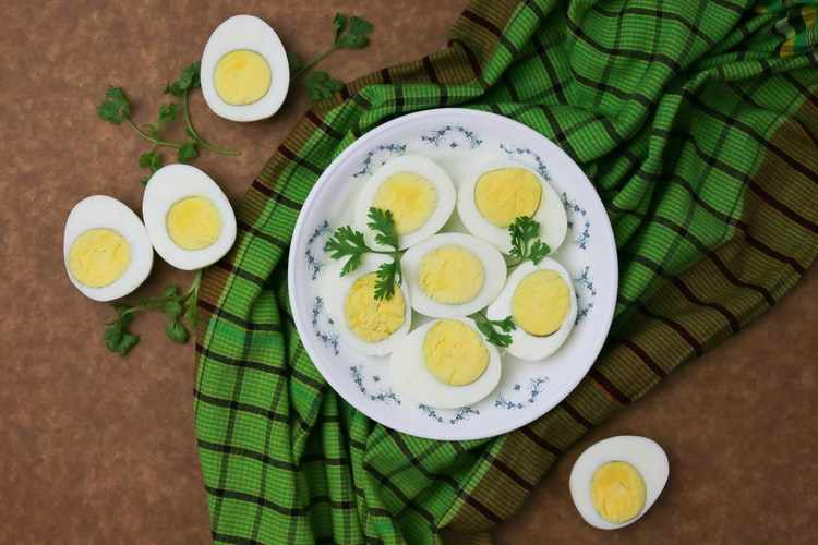 अंडी खाण्याचे फायदे | Benefits of Eating Eggs in Marathi